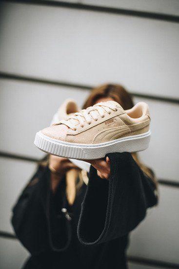 Baskets femme Puma Suede Platform LunaLux 366111 02 en 2018   women s shoes    Pinterest   Puma suede, Shoes et Platform 2a7f38ee7cdd