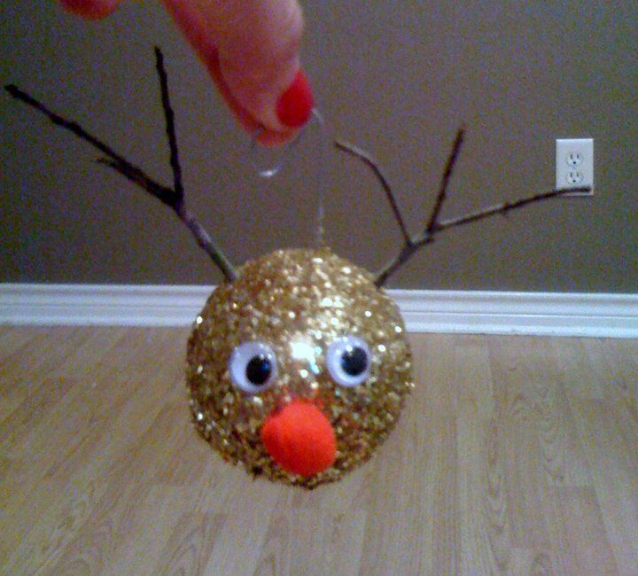 DIY Christmas Ornaments |has the snowflace ornament plus other button ornaments