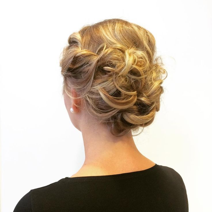 Bridesmaid up do by me.www.kutritammunen.fi #bridemaidupdo#updo#messyupdo