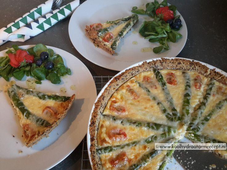 Voor deze heerlijke aspergetaart hoef je niet op het witte aspergeseizoen te wachten. De taart is zelfs mooier met groene asperges of met mini-asperges.