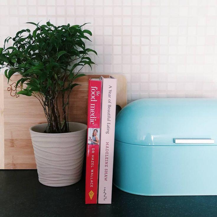 """15 Likes, 1 Comments - două locuri (@doualocuri) on Instagram: """"#douălocuri și în bucătărie, pentru cărțile noastre de rețete preferate  dacă aveți nevoie de…"""""""