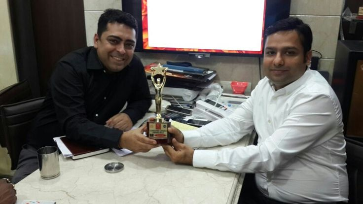 Sharing Consumer choice award winning moments with friend Kunal Dhawan  . Thanks Kunal and entire Prudent family for best support to win this prestigious award. Prudent rocks