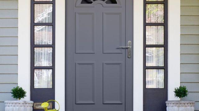 Les 25 meilleures id es de la cat gorie porte entree pvc for Repeindre une porte d entree en bois