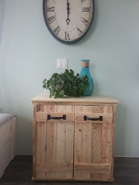 stylish diy to hide garbage & recycling bins with pallets