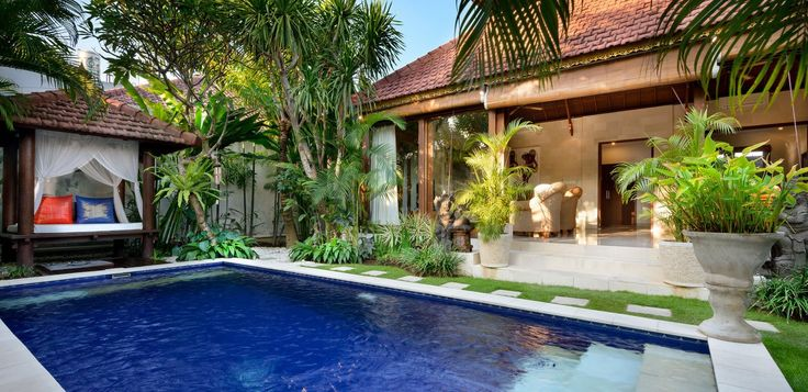 Whoever said that there's no such thing as paradise, has evidently never been to Bali. White sandy beaches, crystal blue water and tropical weather... what coul