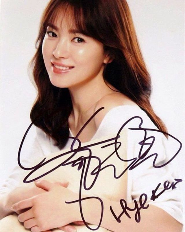 Tanda tangan asli Song Hye Kyo😊😊😊 Dijual loooh di Ebay😝 boleh beli asal jangan dipalsuin yah wkwkwkwk😝