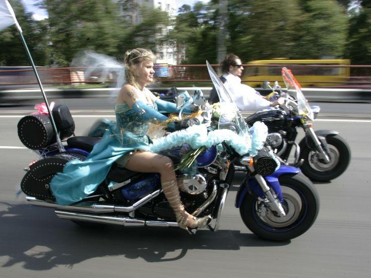 La photo de mariage ankylosée, très peu pour eux !  super!!!! mais sans casques ;-)