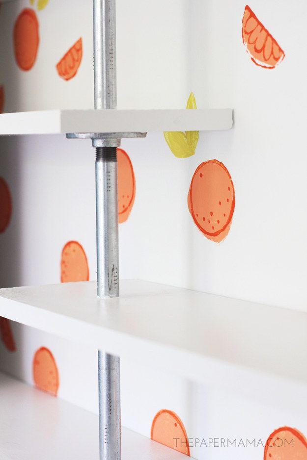Mantenha o tema de fruta com uma parede citrus estampada à mão. | 35 projetos DIY absolutamente impressionantes