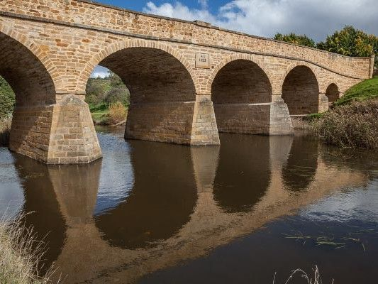 Discover and photograph the #historic #Richmond Bridge with Shutterbug Walkabouts. Win a #photography #tour, even! Photo by Coreena and Roy Vieth, article for Think #Tasmania.