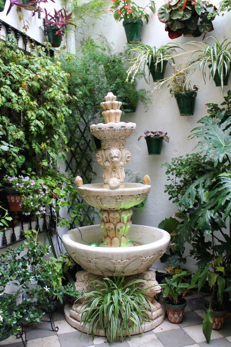 #esmeralda #verde #fuente #flores #fuente #sol #ceremonia #concursos #cruces #crucesdemayo #flores #patios #patiosdecórdoba #tradición #mayo #mayocordobés #cordoba #andalucia