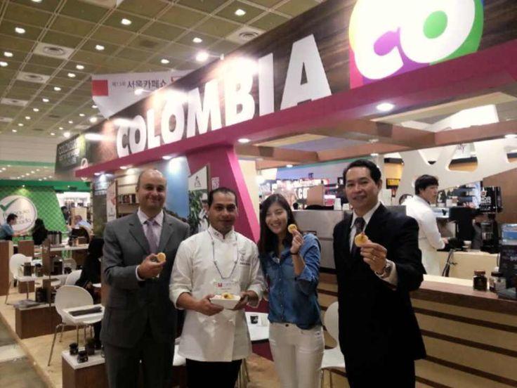 Las mejores cosas ocurren mientras tomas @cafedecolombia con @PROCOLOMBIACO @MarcaColombia en 13 Seoul Cafe Show 2014