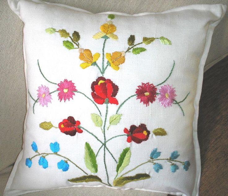 Business Ideas Embroidered Pillows Arquitetura Handmade Crafts Toss Pillows Stitching & 1208 best j adore pillows images on Pinterest | Cushions ... pillowsntoast.com