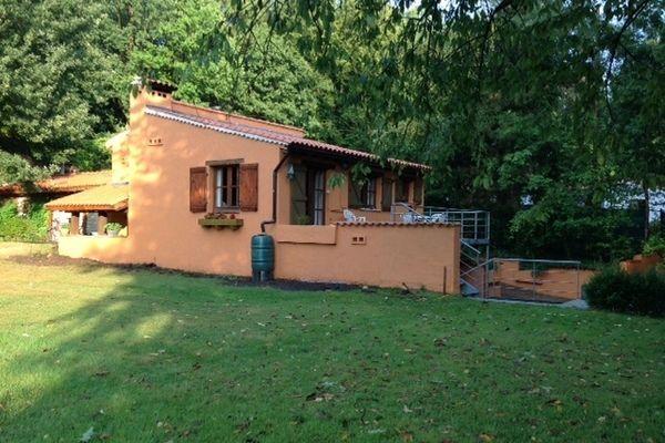 Heerlijk vakantiehuis met veel privacy. Deze accommodatie welke gelegen is in Belgisch Limburg biedt ruimte aan 6 personen.  #Tessenderlo
