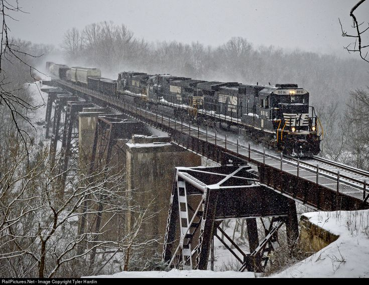 RailPictures.Net Photo: 8816 Norfolk Southern GE C40-9 (Dash 9-40C) at Sadieville, Kentucky by Tyler Hardin