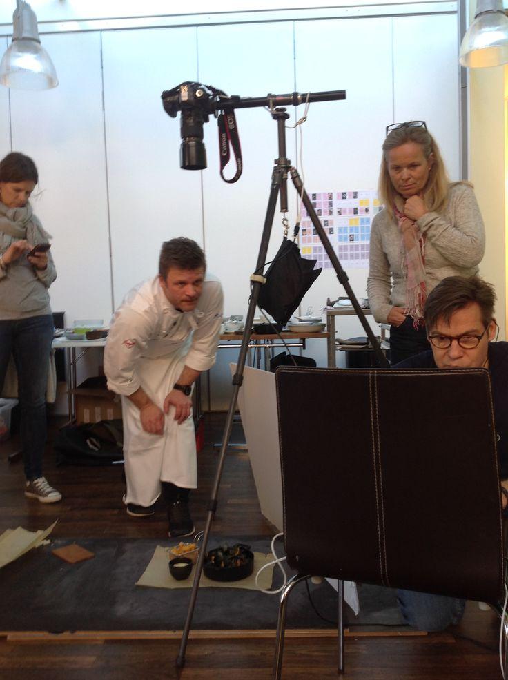 Fotoopptak i Maridalsveien 87, med kokk Espen Vesterdal Larsen, fotograf Paul Paiewonsky, prosjektleder på KA Andrine Wefring og stylist Elisabeth Devold.