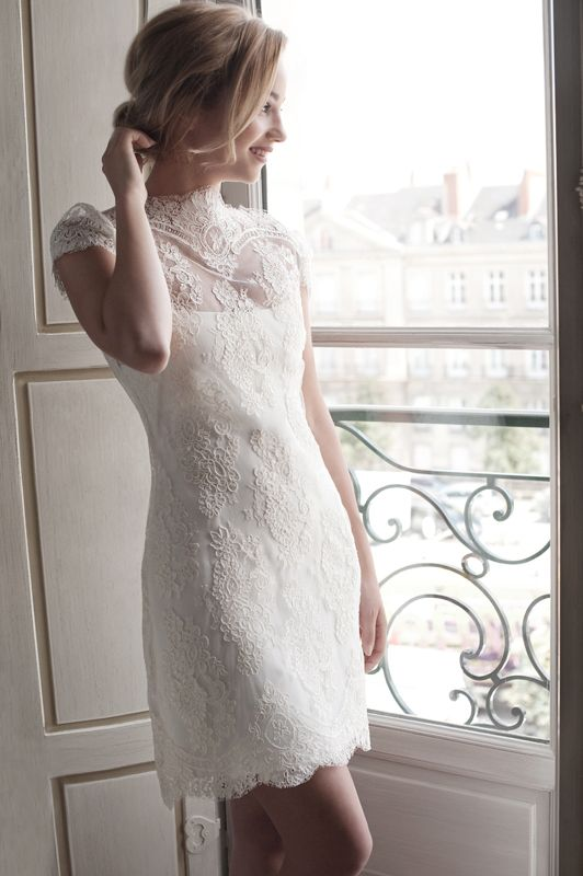 Robe de mariée courte en dentelle - Robe: Fabienne Alagama Collection 2014 #bridaldress #robecourte #shortweddingdress