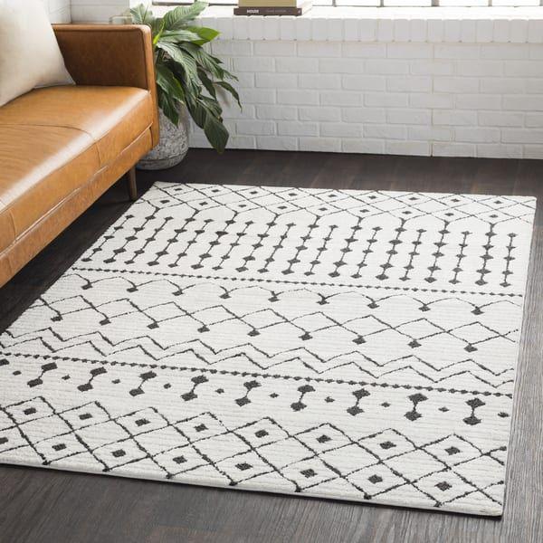 Salcedo Bohemian Global White Shag Area Rug (6'7 x 9'6)