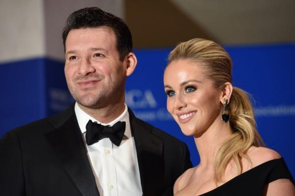 The Dallas Mavericks plan to honor former quarterback Tony Romo of the Dalas Cowboys at their home finale on Tuesday night.