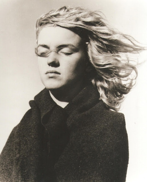 "A very young Marilyn Monroe, no makeup. Photo by André De Dienes  DO PHOTOS LIKE THESE WITH THE GIRLS ""I AM BEAUTIFUL BECAUSE..."""