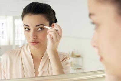 Cómo hacer para que las cejas crezcan más largas y gruesas | eHow en Español
