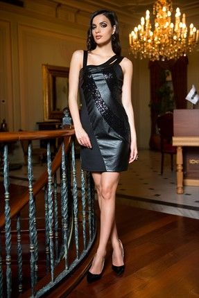 Milla by Trendyol  - Deri ve Payet Detaylı Siyah Elbise MLWAW141723 %50 indirimle 79,99TL ile Trendyol da