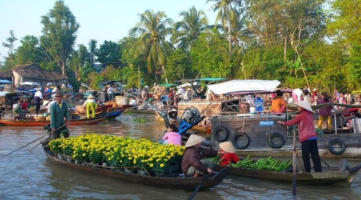 Top Vietnam Sightseeing Attractions -  The way south of Vietnam is where in fact the mighty Mekong Delta River.