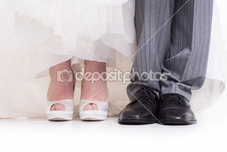 Wedding shoes - persone, piede, al coperto, colore, fiore, fondo bianco, insieme, moglie, piedi, sposa, sposato, uomo, vicino, abiti da sposa, adulto, ama, background, black, calzature, celebration, couple, day, elevata, event, fashion, female, grigio, groom, heels, male, matrimo, pair, persona, pianale, ragazza, romantic, shoe, shoes, splendida, sposo, standing, storia d'amore, studio, tailleur, two, vestito, wedding, woman, young