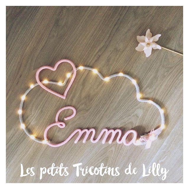 Encore une petite Emma ;) rose layette et son nuage illuminé gris clair  #tricotin #prenomenlaine #prenomentricotin #tricotinaddict #baby #cadeau #cadeaunaissance #deco #homemade #lespetitstricotinsdelilly