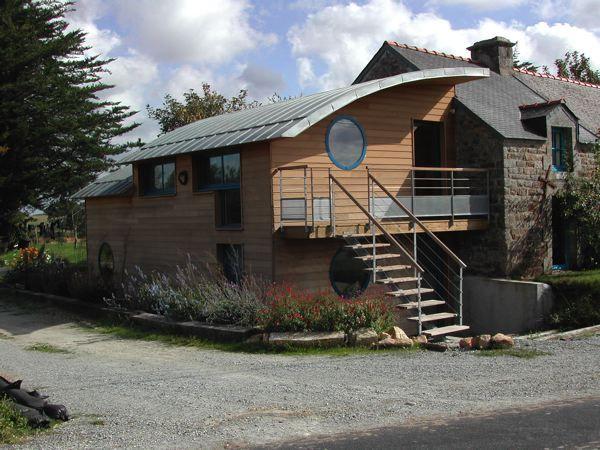 Extension en bois sur une longere architecture maison for Extension bois sur maison traditionnelle