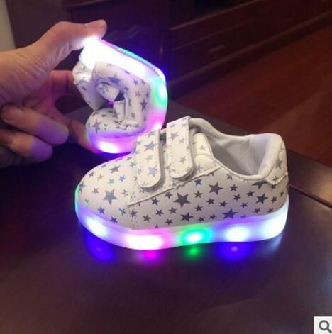 Goedkope 2017 Lente Kids Casual Schoenen Kind Kleurrijke LED Light Emitting Sportschoenen Mannelijke Vrouwelijke Sneakers Jongens Meisjes Flash Baby Laarzen, koop Kwaliteit laarzen rechtstreeks van Leveranciers van China:
