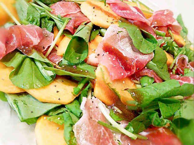 柿とルッコラと生ハムのサラダ♡の画像