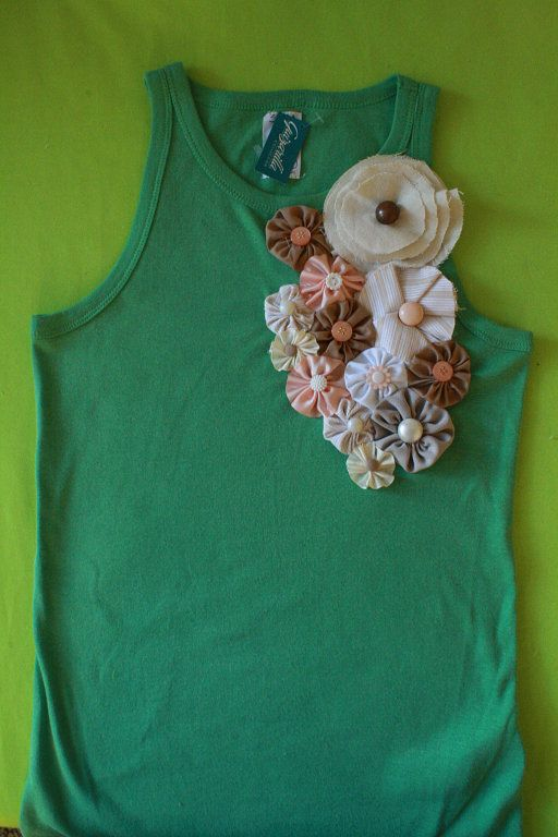 Blusas decoradas con flores de tela - Imagui
