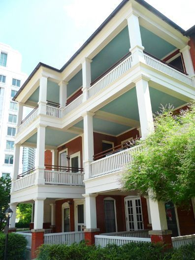 Margaret Mitchell House and Museum: Tour the apartment in Midtown Atlanta where Margaret Mitchell penned her world-famous novel. The Gone With The Wind Movie Museum features the original front door from the Tara movie set. http://www.atlanta.net/Visitors/seedo/gonewithWind.html