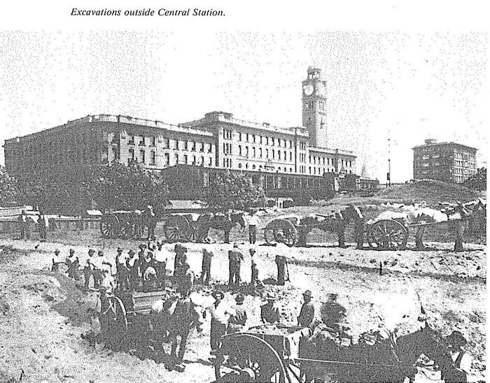 Central Station in Sydney was built in 1906.The excavations outside Central Station.A♥W