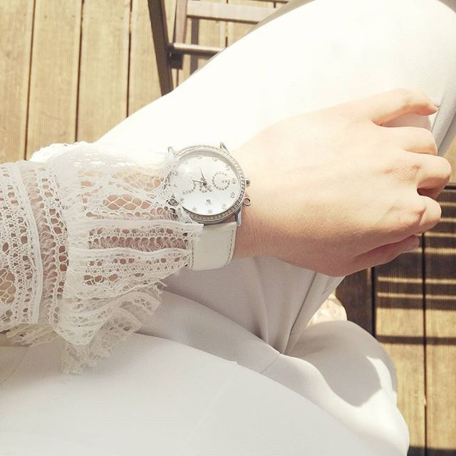White on white 💎  #white #trousers #lace #laceblouse #watchoftheday #watchdaily #instawatch #watch #watches #dg #dolcegabbana #timemess #ootd #fashion #minimal #monochrome #stylegram #details #detailsoftheday #instadaily #watchphotography #newpost #lookoftheday #outfitinspiration #fashioninspo #styleoftheday #fashionblogger #zkstyle