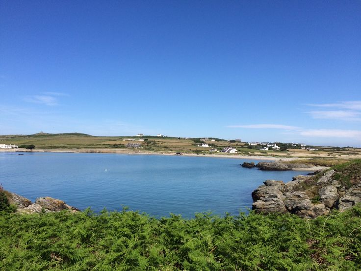 The beautiful Rhoscolyn on Anglesey. We have houses right on the beach here! #holidaycottage #northwales#anglesey