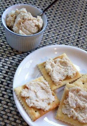 楽天が運営する楽天レシピ。ユーザーさんが投稿した「*おからと豆腐でフムス(ディップ)*」のレシピページです。本当はヒヨコ豆を使うシリアなど中近東の料理。パン、クラッカー、野菜のディップに。野菜に絡めてサラダに。今回はカシューナッツを入れてみました。。フムス 豆ペースト ディップ。豆腐,生おから,レモン汁,にんにく,すりごま,塩,クミンパウダー(あれば),くるみなどローストナッツや雑穀(あれば)