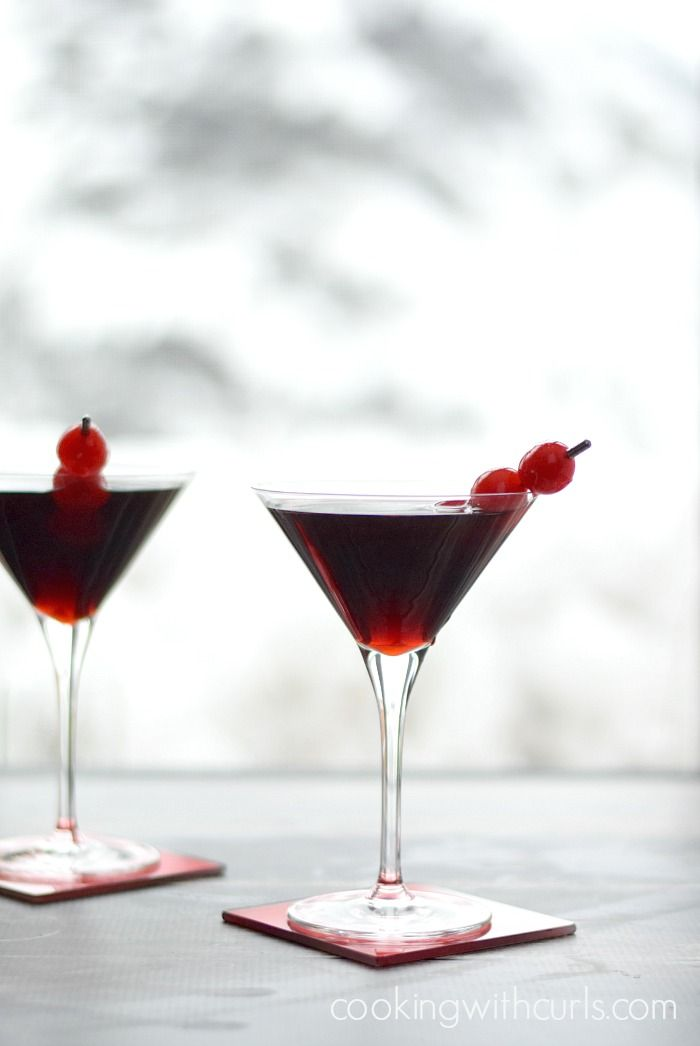 Cherry Cheesecake Martini for Valentine's Day | cookingwithcurls.com