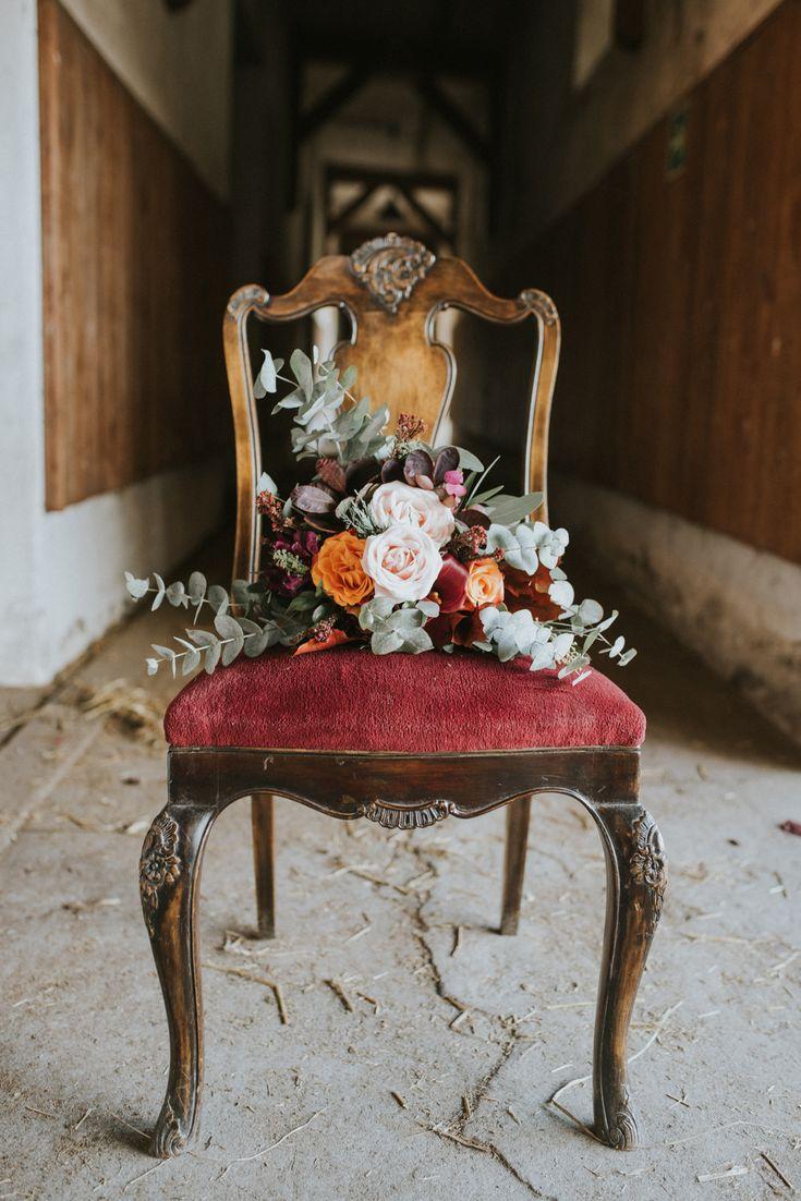 boho wedding, wedding bouquet, Plener slubny w stajni, stajnia, boho ślub,