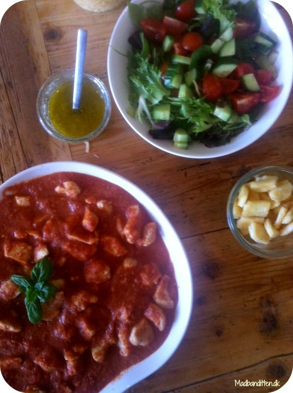 Kylling i cremet tomatsauce med halloumi - LCHF