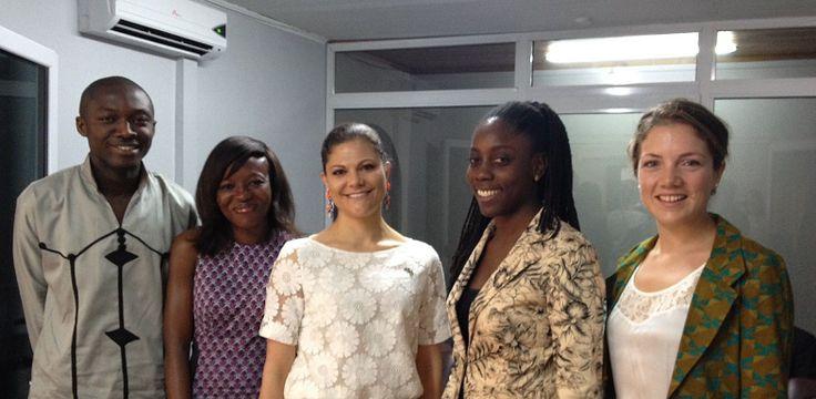 """Prinzessin Victoria: Prinzessin Victoria zu Gast bei der Charity Organisation """"Reach"""" in Ghana. Gerade wegen des Bild-Zuschnittes, der knapp..."""