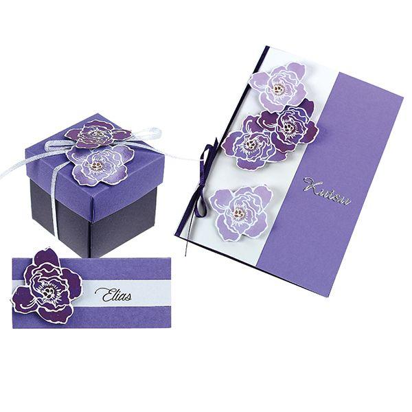 Violetit kukat on valmistettu leimailemalla. Kukkasin voit koristella kutsu-, paikka- ja menukortit sekä karkkirasiat.
