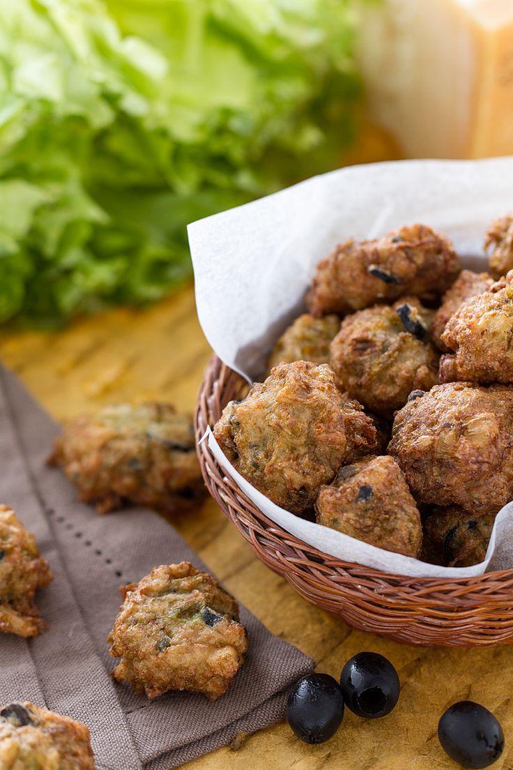 Pronti per un delizioso #fingerfood? Ecco le nostre #frittelle di #scarola! (scarola #fritters ) #Giallozafferano #recipe #ricetta #streetfood