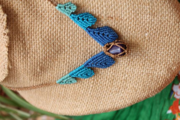Collar macrame hecho a mano con hojas y piedra Agata
