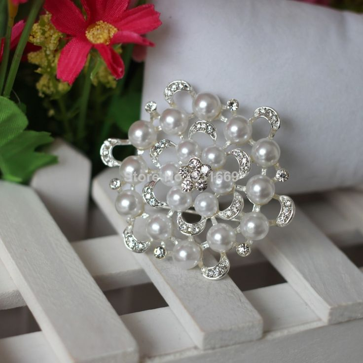 free shipping fashion plated beautiful crystal and pearl brooch for wedding invitation and Party B261 $9.90 http://www.aliexpress.com/store/product/free-shipping-fashion-plated-beautiful-crystal-and-pearl-brooch-for-wedding-invitation-and-Party-B261/531669_1761191367.html