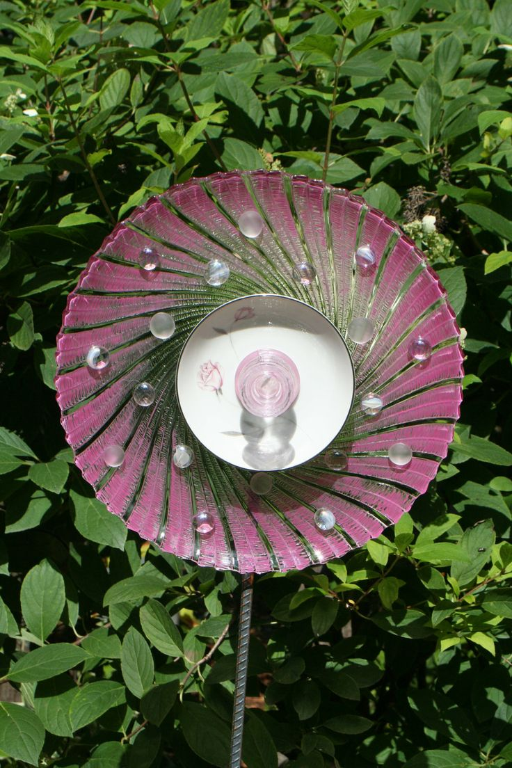 1000 images about plate projects on pinterest yard art for Recycled glass art projects