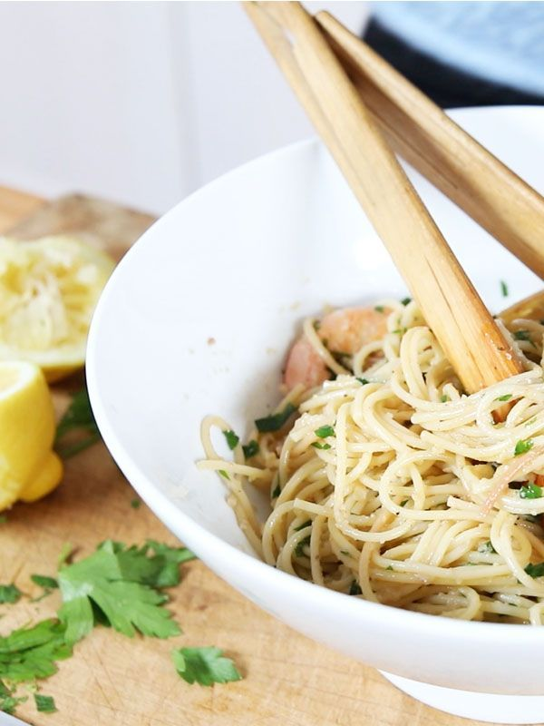 This Easy Garlic Prawn Spaghetti Is a Quick (and Healthy) Fix on a Busy Night via @MyDomaine