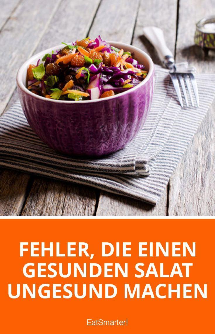 Kaum eine Mahlzeit ist so vielfältig wie ein Salat. Neben jeder Menge Variationen durch die verschiedenen Salatsorten, Gemüse, Samen und Nüsse bringt der grüne Teller eine ordentliche Portion Vitamine, Mineral- und Ballaststoffe mit sich. Grüne Salate beschweren nicht, haben wenig Kalorien und sind gesund – wenn man diese Salatfehler vermeidet.
