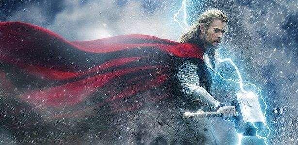 Com uma introdução arrepiante de Tom Hiddleston trajando a roupa completa de Loki no palco, a sequência promocional de Thor: O Mundo Sombrio arrancou rugidos da plateia na San Diego Comi-Con. A sequência começa em meio a um campo de batalha. Os três guerreiros estão entre as lutas. A ponte do arco-íris aparece e o …