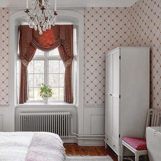 Kallholmens möbler på Ludvigsbergs Herrgård. Prästgården klädskåp.